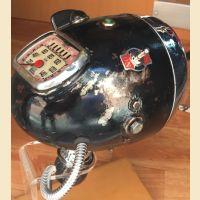 Lampada da tavolo con fanale della Moto Morini anni '30 con contachilometri integrato