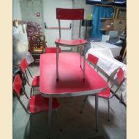 Tavolo in formica originale anni 70 rosso con 6 sedie