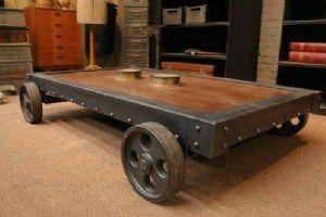 Tavolino basso con ruote stile industrial